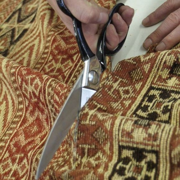 Tetrad Craftmanship - Cutting the fabric by hand